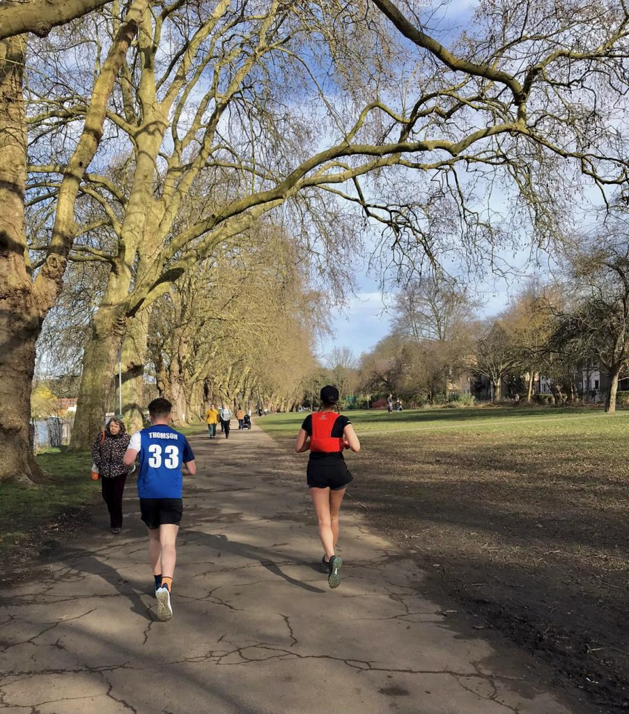 Thames towpath running route into London